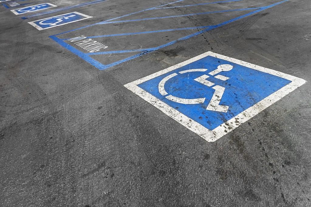 Sosta gratuita negli stalli a pagamento per i disabili, il Comune di Torino.